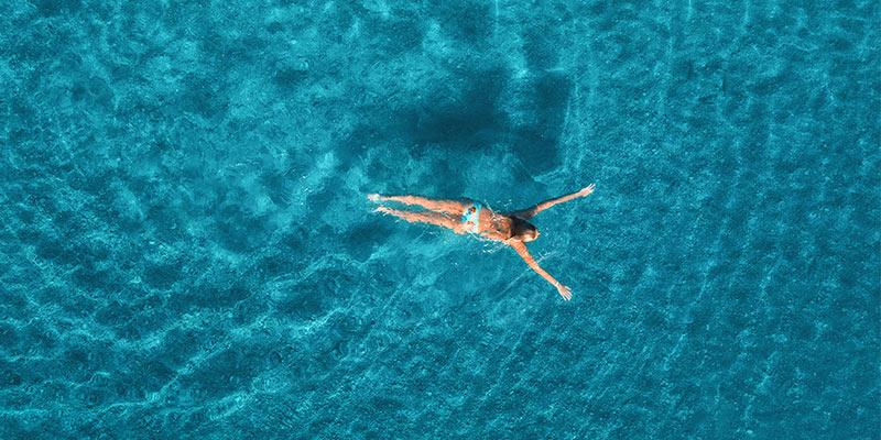 7 motive pentru care trebuie să te apuci chiar acum de înot