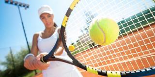De ce să joci tenis: 6 motive greu de ignorat