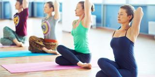 7 poziții de yoga pentru începători