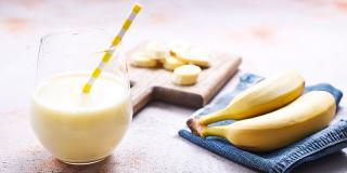 6 rețete de smoothie cu banane, perfecte pentru o gustare sănătoasă