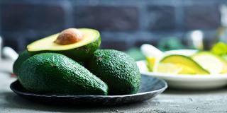 6 rețete pentru cei care adoră avocado
