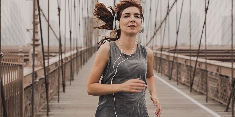 Melodii pentru alergat pe care trebuie să le adaugi în playlist-ul tău