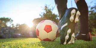 De ce să joci fotbal: 8 motive pe care trebuie să le știe orice persoană FIT