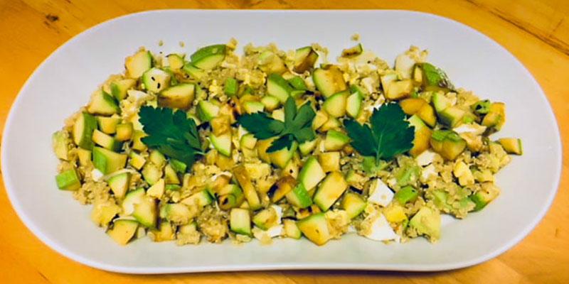 Rețeta FIT: salată de quinoa cu dovlecel și avocado
