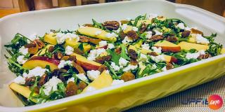 Rețeta FIT: salată de rucola, măr, nuci pecan și ricotta