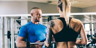 Beneficii și dezavantaje: tot ce trebuie să știi despre workout-urile cu antrenori personali
