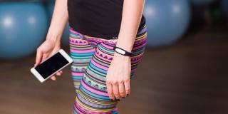 5 gadgeturi fitness pe care merită să le iei cu tine la sală