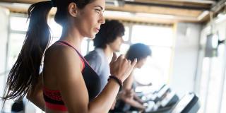 Ce să iei cu tine la sala de fitness ca să ai parte de un workout excelent