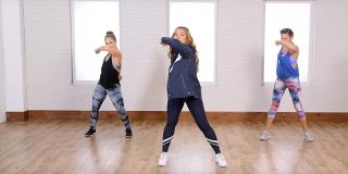 Antrenament direct de la trainerul vedetelor: 20 de minute pentru un corp de invidiat