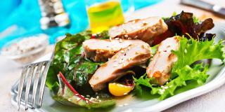 Rețeta FIT: două salate delicioase perfecte pentru o gustare de primăvară