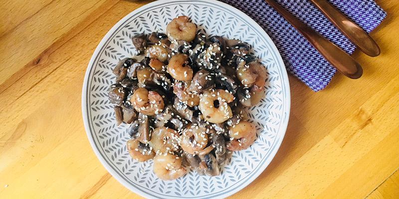 Rețeta FIT: creveți cu ciuperci în sos de vin roșu